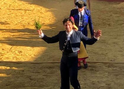 Andrés Romero se exhibe en Cazalla de la Sierra y corta tres orejas