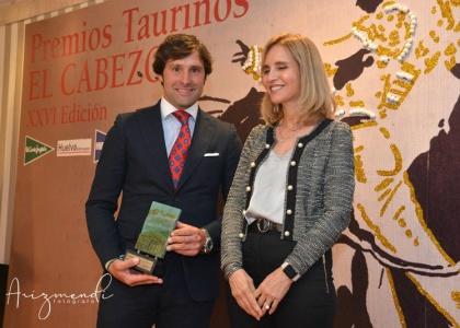 Andrés Romero recibe el Premio El Cabezo como triunfador en Huelva